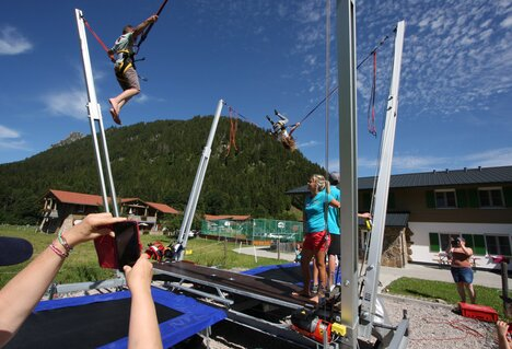 Hit für Kids: Bungee Jumping Trampolin